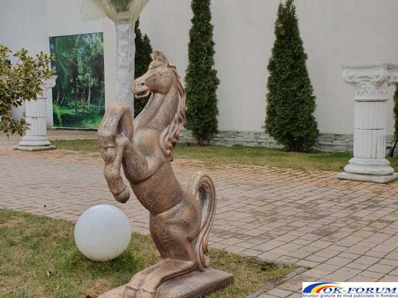 Cal din beton, ornament de gradina - 2