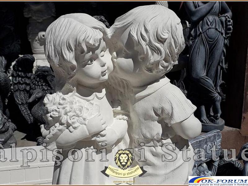 Statuetă copilași cu vază, din beton, model S45. - 1
