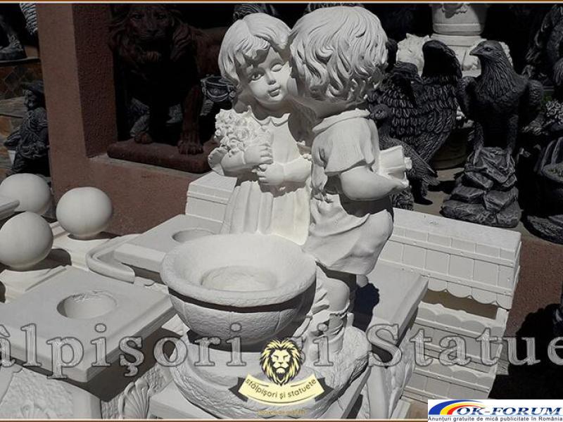 Statuetă copilași cu vază, din beton, model S45. - 2