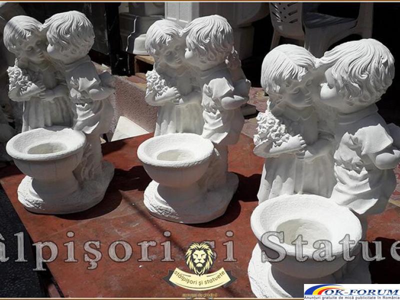 Statuetă copilași cu vază, din beton, model S45. - 5